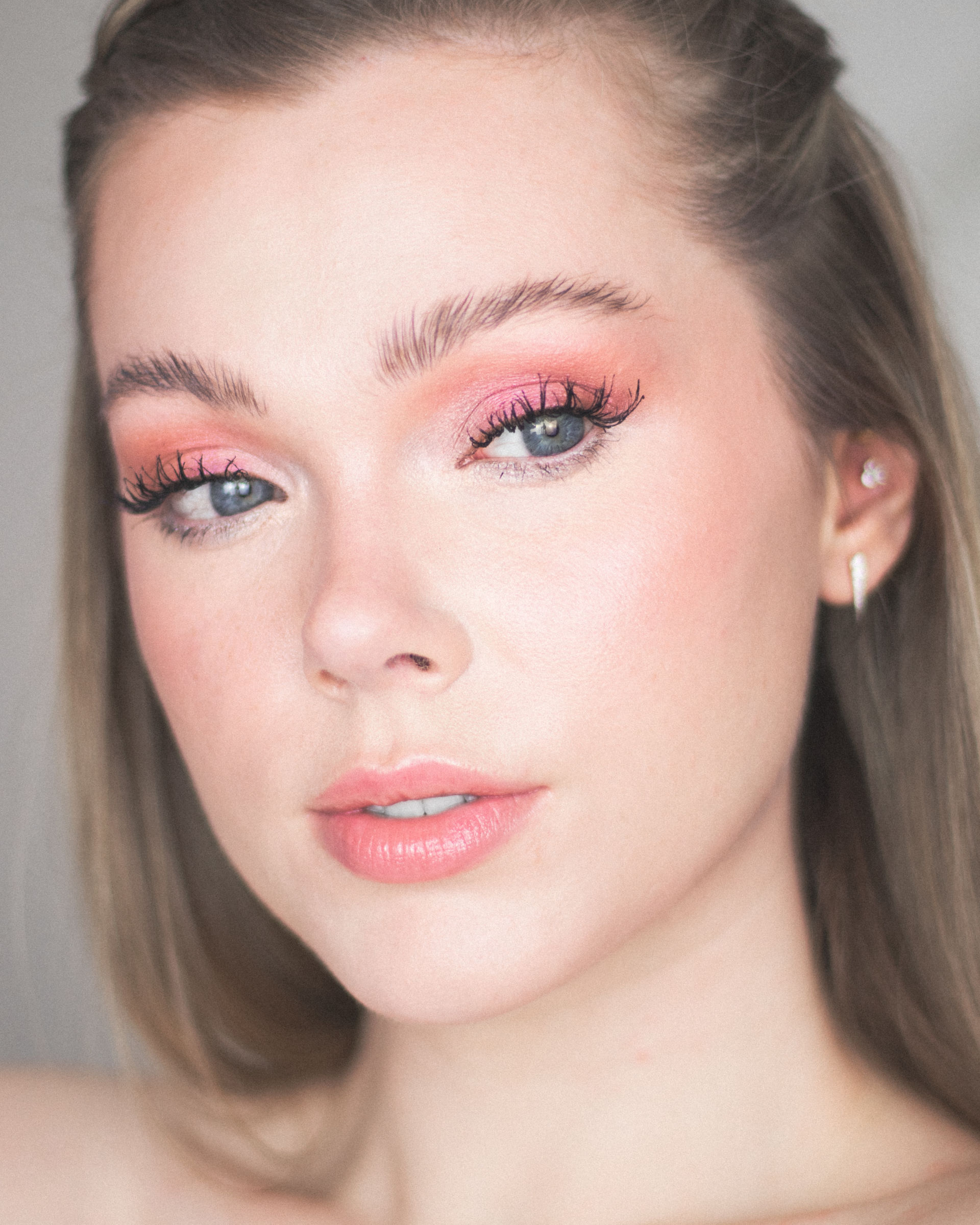 A Monochromatic Pink Eyeshadow Look