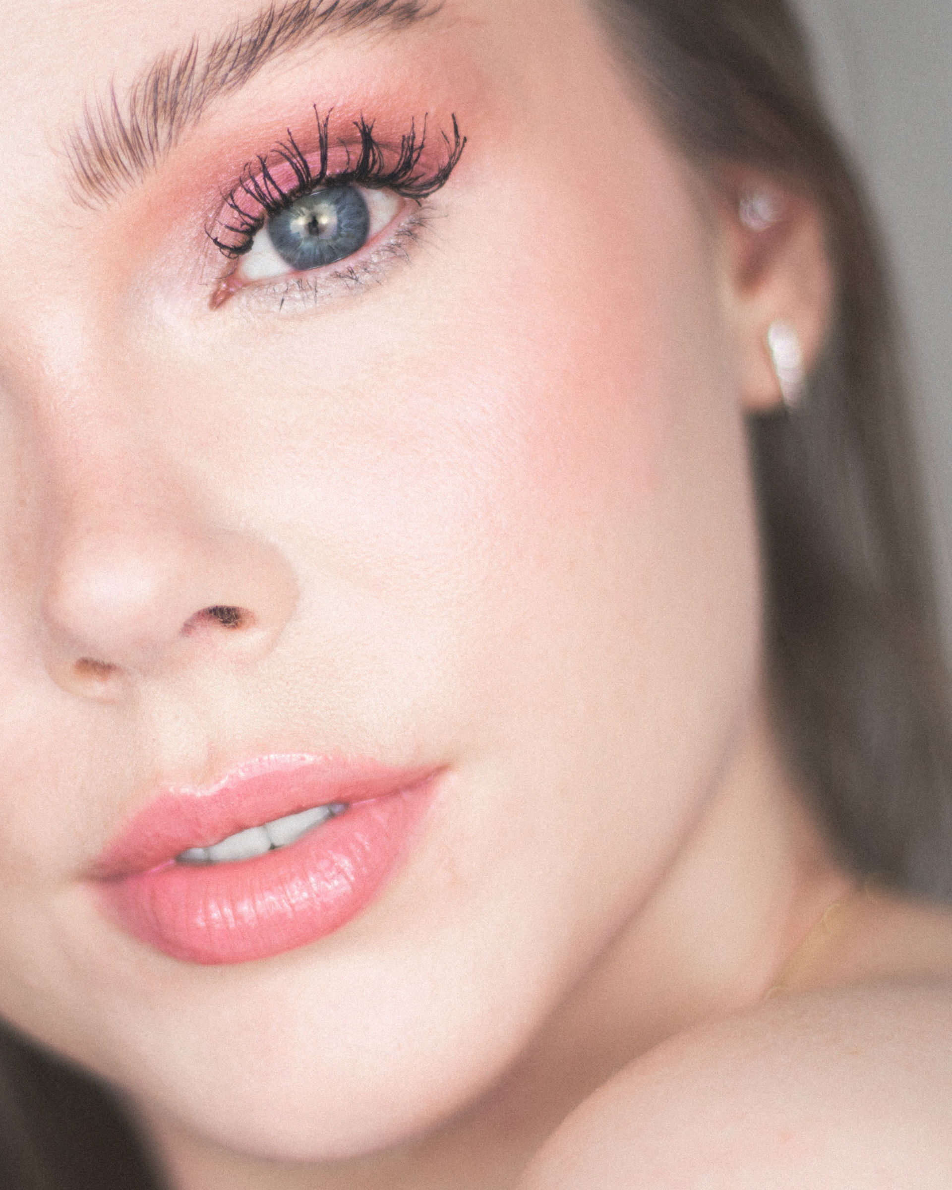 close up pink eyeshadow look